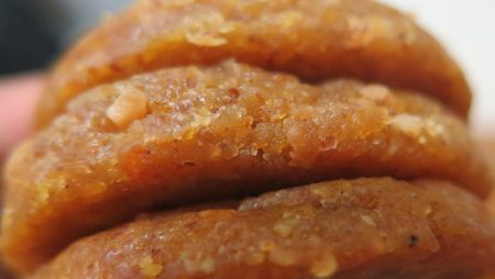 Kue Kacang Waluh Red Lampion