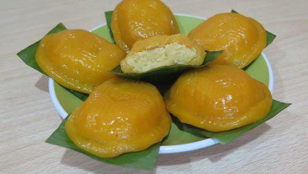 Kue Tok Kuning dengan Perwarna Alami dari Waluh Red Lampion