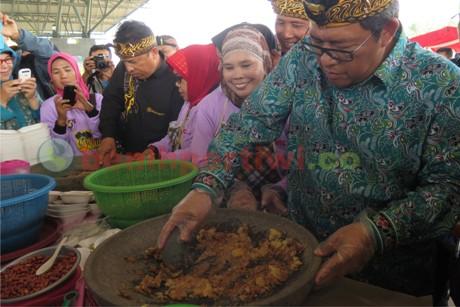 Rekor MURI Penyajian Lotek Terbanyak di Indonesia